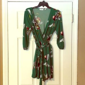 🌺Green floral romper🌺 - size small